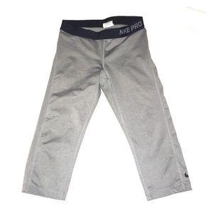 Nike pro gray capris size large